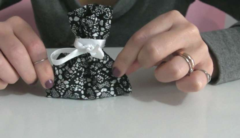 Idee Cucito Per Natale : Cucito fai da te u come cucire sacchettini regalo punto zig zag